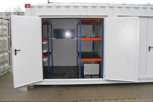 30' High-Cube Technikcontainer / Innenansicht - Regal - h+s container GmbH