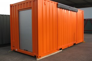 20' Messecontainer - Eventcontainer / Messestand / Seitenansicht mit Rolltor - h+s container GmbH